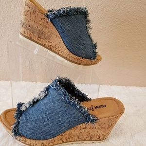 Minnetonka York Blue Frayed Denim Slides Wedge San